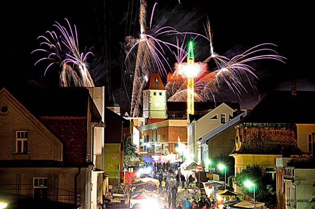 Lighting up the sky at the vinobraní in Mělník.