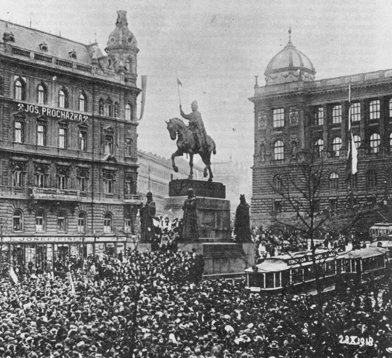28 October, 1918 on Wenceslas Square.
